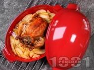 Пълнено печено цяло пиле с ориз и дробчета с гарнитура от картофи на фурна